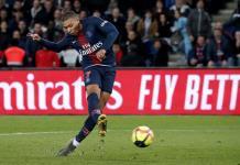 Comparan a Mbappé con Neymar por fingir una falta