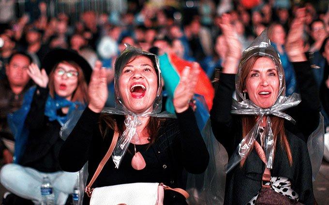 0c8b9f6257714 Fans vitorean a Cuarón (FOTOGALERÍA)