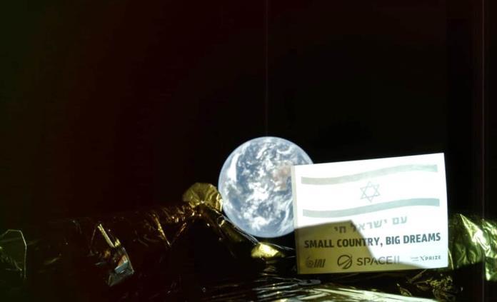 Nave espacial israelí toma una selfie con la Tierra de fondo