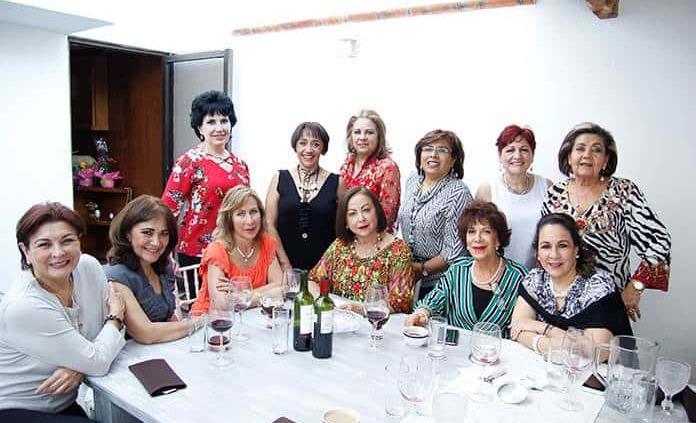 Gladys Castellanos sorprende con agradable reunión a sus amigas