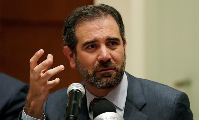 Presidente del INE interpone amparo contra reducción salarial