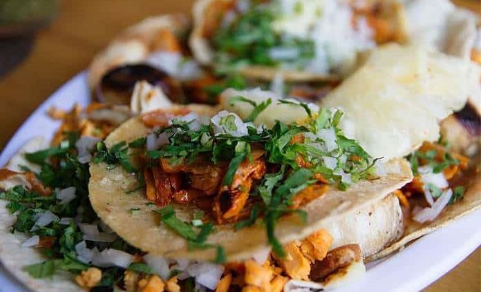 Elige Taste Atlas a los tacos al pastor como el mejor platillo típico del mundo