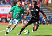 León vence 1-0 a Lobos y se adueña del liderato
