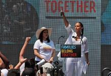 Actrices de Hollywood visitan a migrantes en la frontera