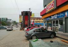 Roban con violencia dos tiendas OXXO en Valles