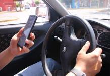 Advierten del efecto resaca al mirar los teléfonos durante el semáforo en rojo