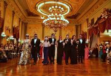 Elegancia en el Baile de Carnaval de la Sociedad Potosina La Lonja