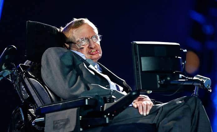 Suspenden a enfermera de Stephen Hawking por desatenderlo