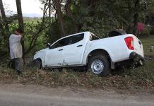 Motociclista choca contra una camioneta y resulta lesionado