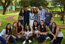 Paulina Regil Pérez festeja entre amigos el triunfo de su comparsa
