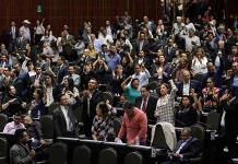 Diputados avalan revocación de mandato y consulta popular