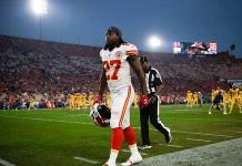NFL suspende ocho partidos a Kareem Hunt por altercados físicos
