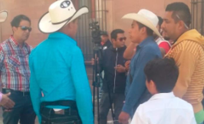 Acusa Comercio  a vendedores toreros de agredir a inspectores