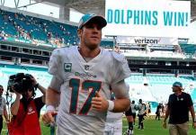Delfines cambian a Ryan Tannehill a Titanes por selecciones de draft