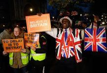 May trata de salvar acuerdo del Brexit con los europeos