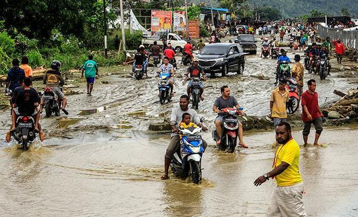 Al menos 80 muertos y decenas de desaparecidos — Aluvión en Papua