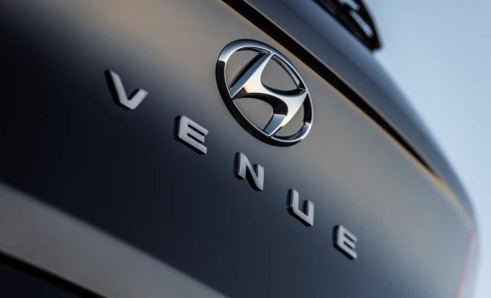 Hyundai deja asomar un nuevo crossover mini