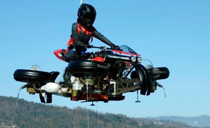 Revelan la primera moto voladora; a la venta en octubre