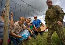 Puertorriqueños todavía soportan penurias tras el paso del huracán María