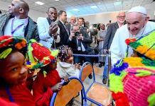 Los muros no detendrán la migración, asegura el Papa