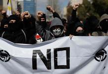 Separatistas se enfrentan a la  policía en Cataluña