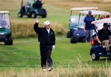 Desde engañar a Tiger Woods hasta exagerar su handicap, las artimañas de Trump en el golf