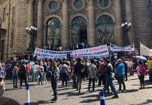 Taxistas y comerciantes provocan disturbios afuera del Congreso de la CDMX (VIDEO)