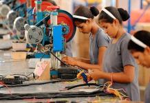 México tiene 15.8 millones de madres trabajadoras, ¿qué hacen y qué prestaciones tienen?