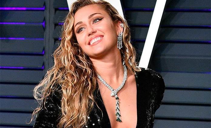 Miley Cyrus Se Desnuda Por Pascua