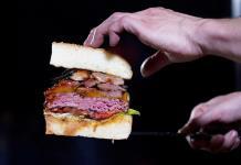 Crean hamburguesa de lujo para festejo imperial