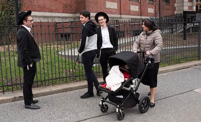 Cierran más escuelas judías en Nueva York por infringir medidas contra sarampión