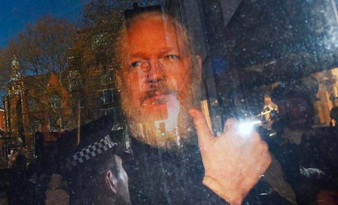 Resultado de imagen para padre de assange