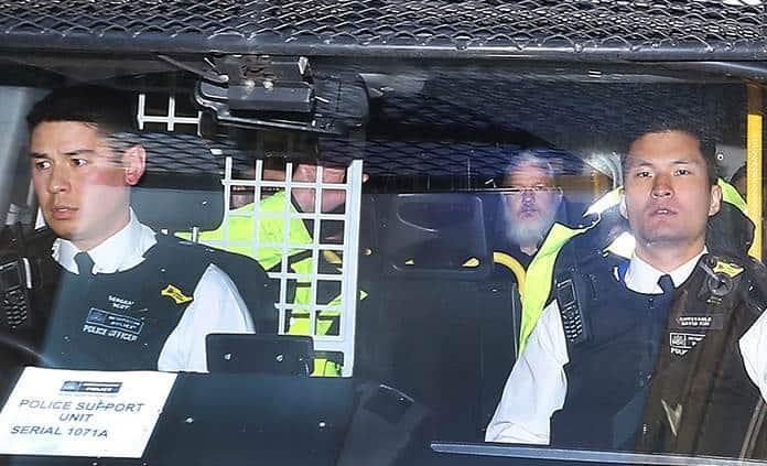 Assange, un hacker miserable y un malcriado, dice el presidente de Ecuador