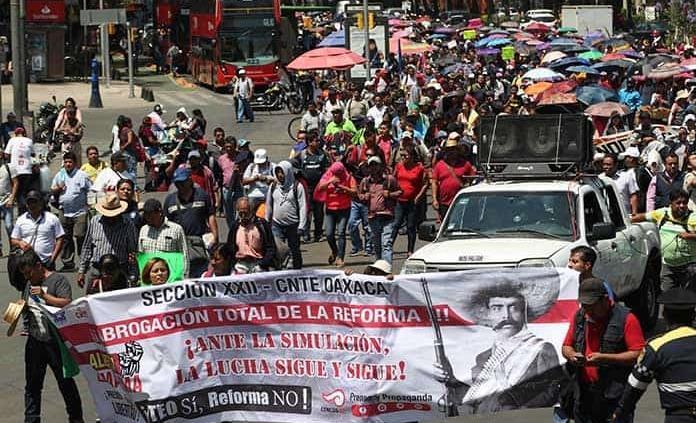 Maestros de la CNTE marchan en la CDMX; piden abrogación total de la reforma educativa