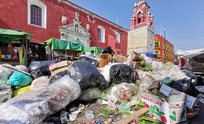 Oaxaca se llena de basura por paro de labores