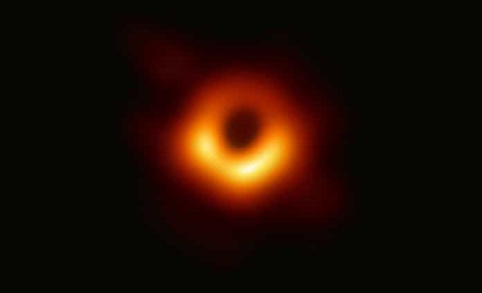 Un reloj atómico y mucho frío, la historia mexicana de la foto del hoyo negro