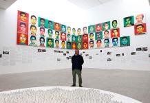 Ai Weiwei restablece a los 43