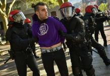 Chocan policías y manifestantes en el norte de España