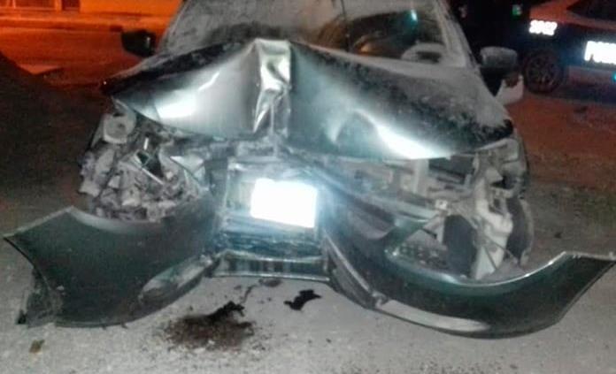 Conductor se estrella contra un poste en Ciudad Valles