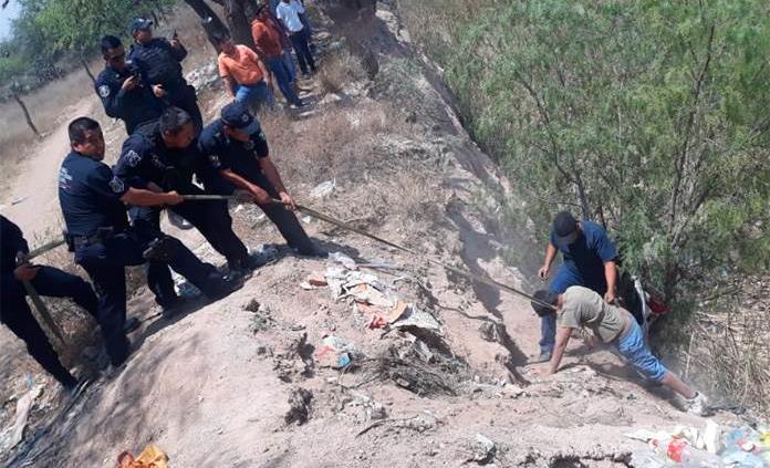 Rescatan a menor que cayó a un banco de arena en Soledad