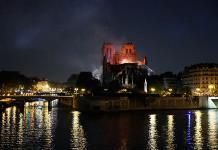 El Vaticano recibe con tristeza el terrible incendio de Notre Dame