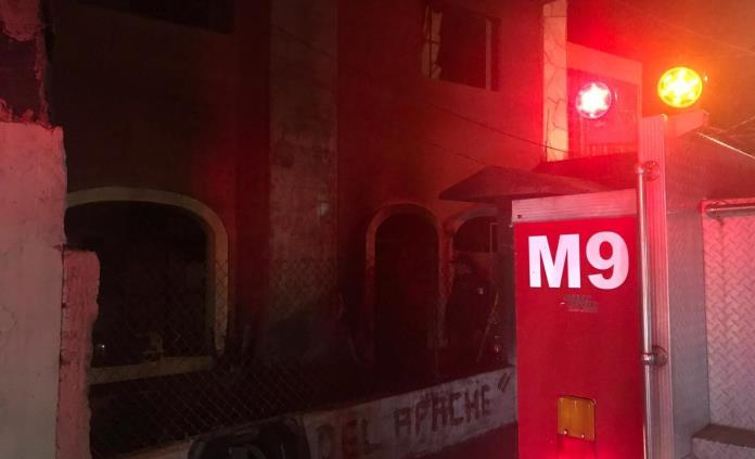 Incendio consume vivienda en Rioverde; rescatan a cuatro personas