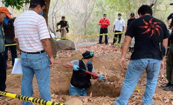 Recuperan 14 cuerpos de varias fosas clandestinas
