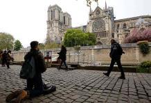 Expertos de arte lloran por la tragedia en Notre Dame