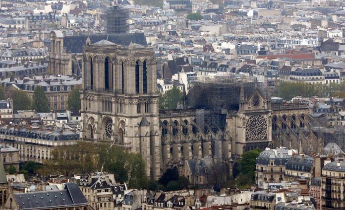Lluvia de promesas millonarias para reconstruir Notre Dame