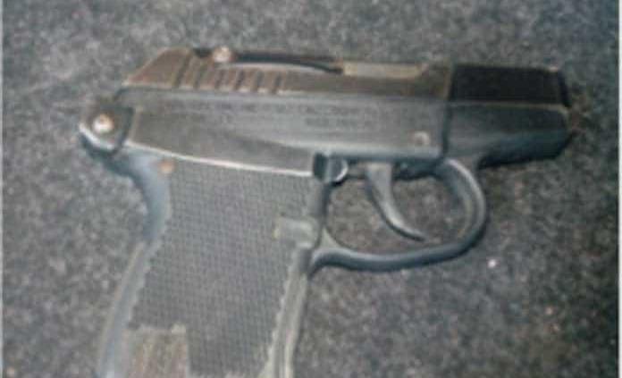 Menor es arrestado durante riña en Lomas