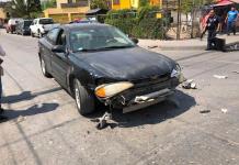 Camioneta repartidora de gas se impacta contra vehículo