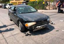 Camioneta gasera provoca choque en Pavón