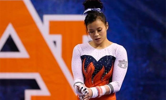 Mi dolor no es su entretenimiento, dice gimnasta que se rompió las piernas ante bullying