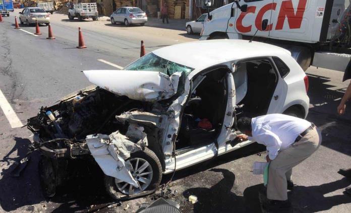 Conductor provoca aparatoso accidente en el Periférico